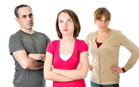 صورة مشاكل البنات , البنات والاهل في المراهقة