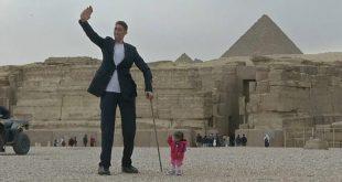 بالصور اطول رجل في العالم , شاهد الرجل العملاق لله فى خلقه شؤون! 5999 3 310x165