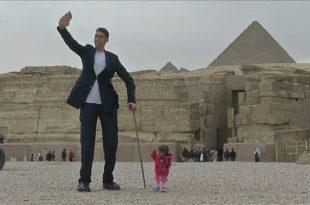 صور اطول رجل في العالم , شاهد الرجل العملاق لله فى خلقه شؤون!