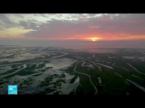 بالصور اكبر بحيرة في العالم , واااو اروع البحيرات فى العالم العربى 1757 9